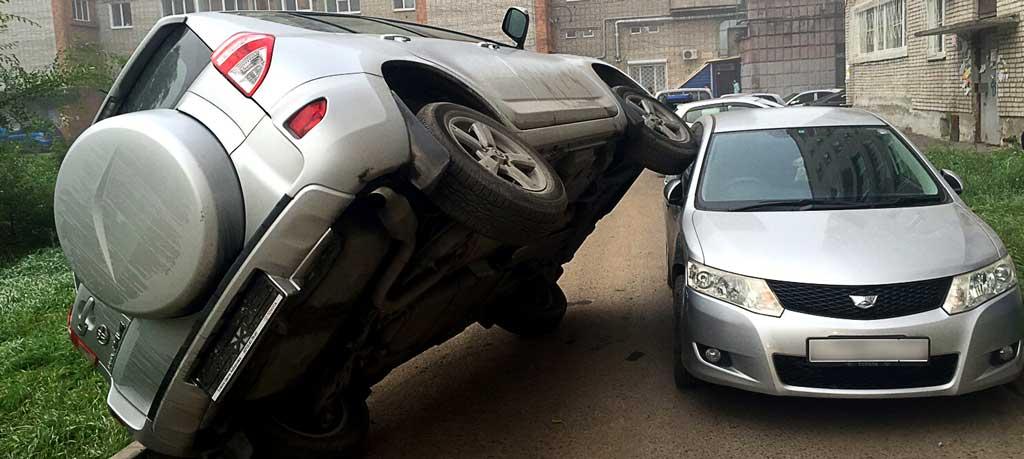 фото аварии во дворе