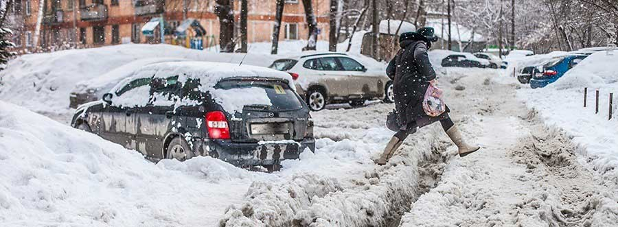 фото плохо убранной от снега дороги