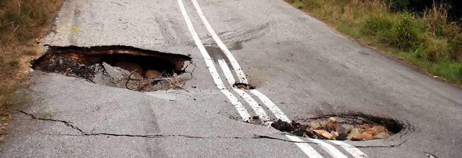 фото ям на дороге