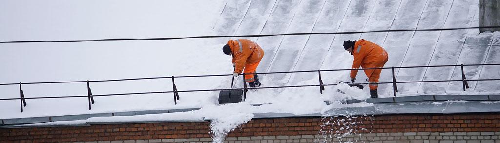 фото падающих с крыши сугробов