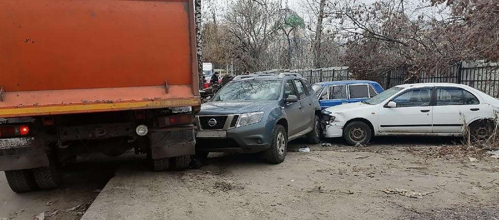 фото мусоровоза повредившего машину