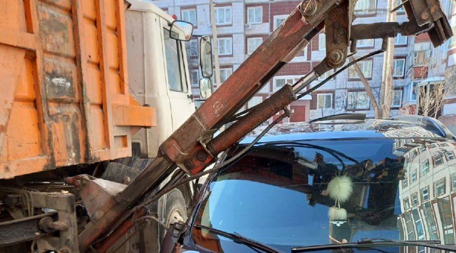 фото машины поврежденной работниками ЖКУ